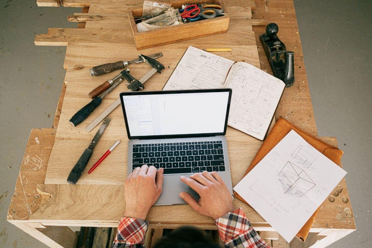 Estudos indicam que com esta implementação, as Carpintarias poupam, em média, 10 horas por projeto